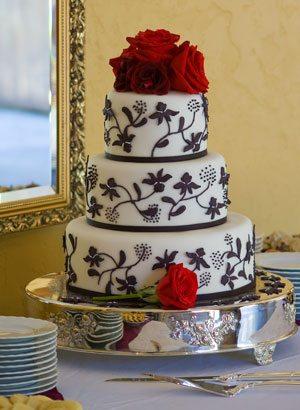 4 Clic Wedding Cake Myths Busted