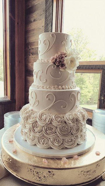 sweet romantic wedding cake