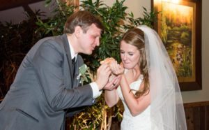 A little crunch with freshly filled cannoli for your wedding!